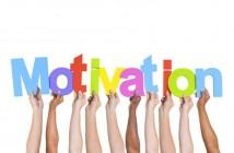 ImprendiNews – Come posso motivare me stesso – Mani che reggono le l'etere della scritta Motivation