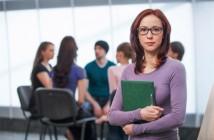 ImprendiNews – Giovani talenti alla prova del business – Gruppo di lavoro con stagista in primo piano
