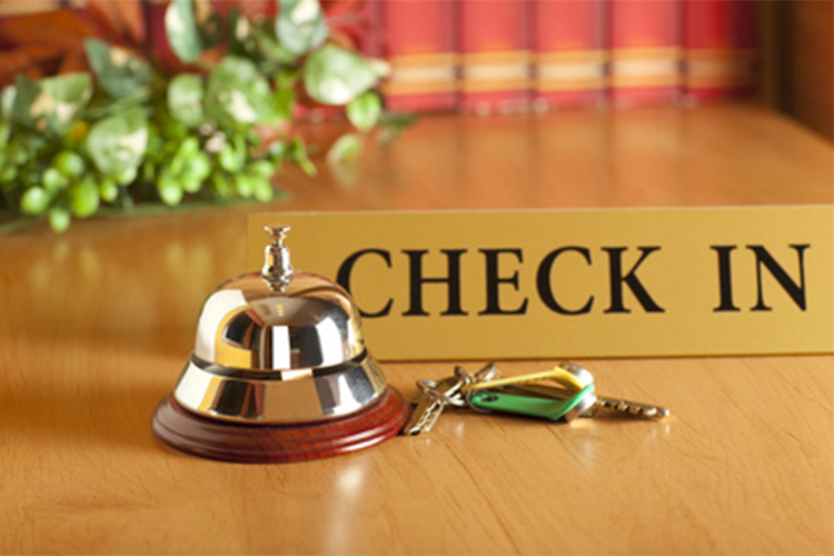 ImprendiNews – Hotel, bancone con campanello per chiamata Check-In