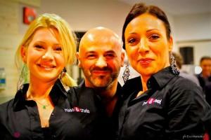 ImprendiNews – Bar Nudo & Crudo, Andrea Voltarel con le bariste del bar prosciutteria Nudo & Crudo