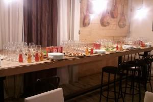 ImprendiNews – Bar Nudo & Crudo, buffet di cicchetti al bar Nudo & Crudo. Tutto è pronto: la festa può iniziare!