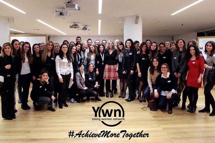 ImprendiNews – Yang Women Network, foto di gruppo con buona parte delle associate